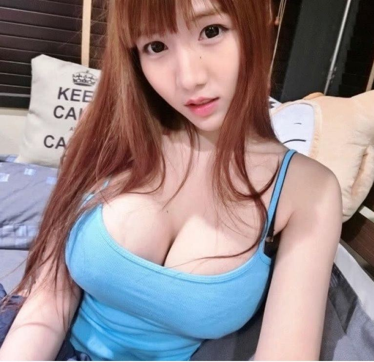 Beautiful and sexy Asian girl, 100% real photo, NEW!