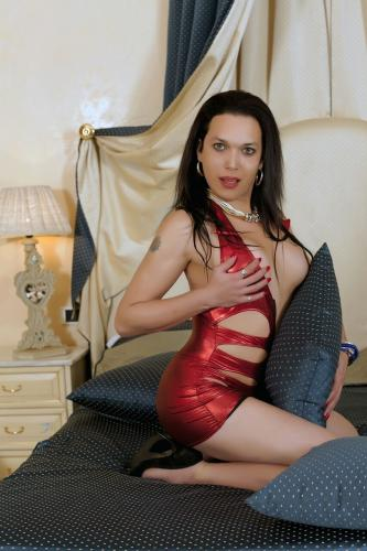 Beauty transsexual claudia with a big surprise: o
