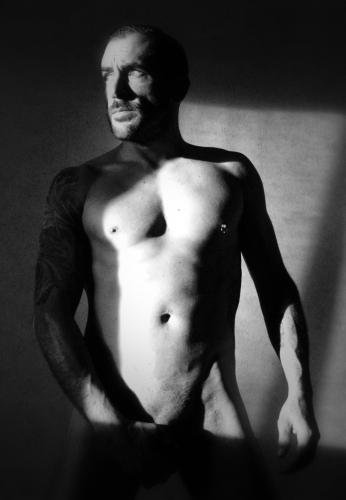 Aaron, beautiful escort boy for couples and women, Toulouse and its region.